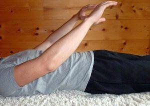 Autogenes Training Anleitung - Zurückkommen - Arme strecken und ausatmen