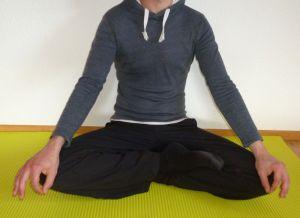 Körperhaltung Meditation - Halb Lotus